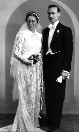 Rae and Moe Mayoff wedding, 1937