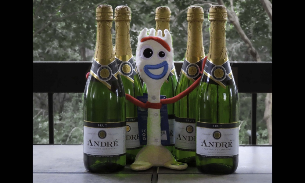 Sporky with champagne bottles